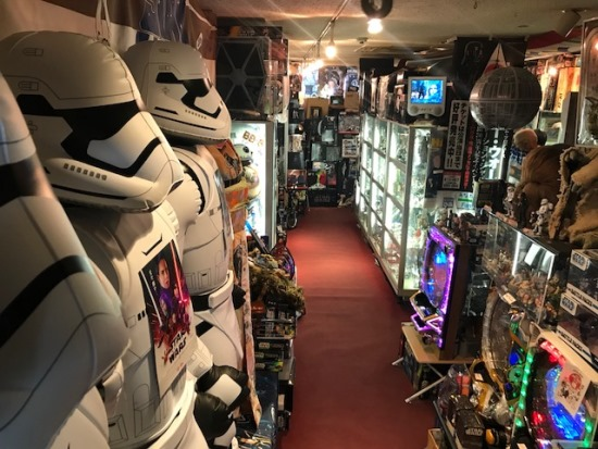 ↑店内には約2万点のアイテムが並ぶ。12月中旬〜21日までは、名古屋の東急ハンズにて、出張ショップも開催される