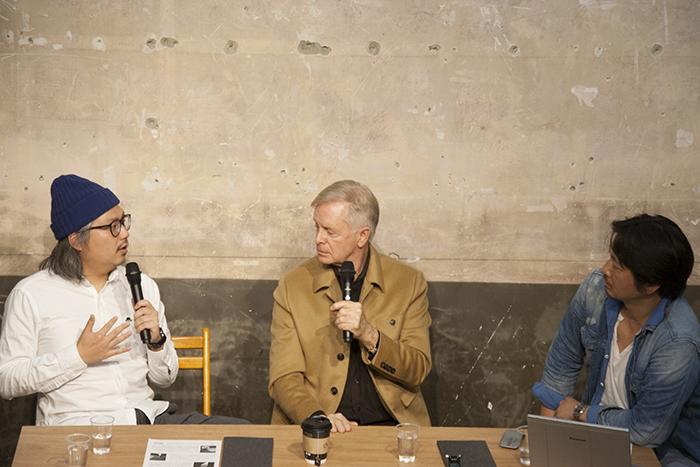 (左から)岩上紘一郎氏、ロン・バラス氏、梶原涼晴氏
