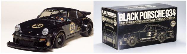 このモデルのモチーフとなった'77年発売のブラックポルシェ(左)とそのパッケージ(右)。限定モデルとして当時のファンの羨望を集め、その希少性から発売後40年を経た今なお人気が高い。