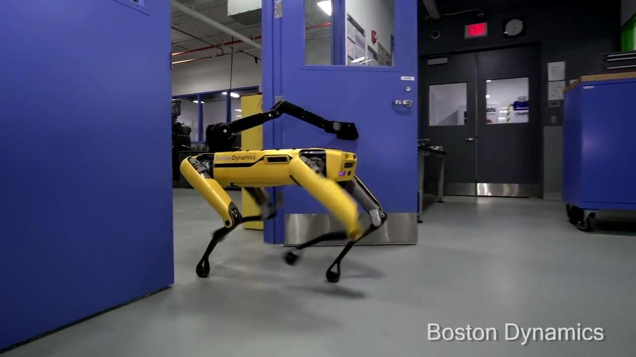 ボストンダイナミックの四足歩行ロボット