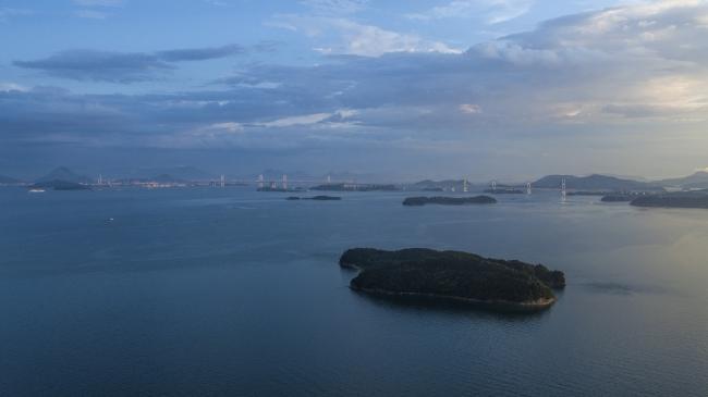 瀬戸内海に浮かぶくじら島