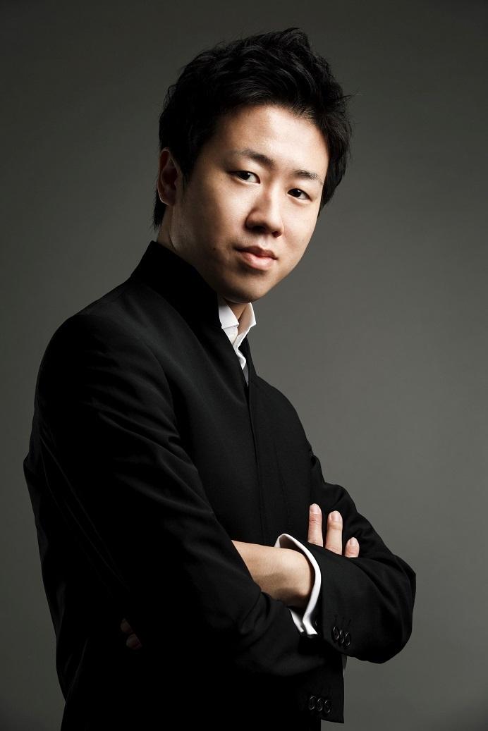 若手ナンバーワンの呼び声も高い指揮者 川瀬賢太郎 (c)Yoshinori Kurosawa