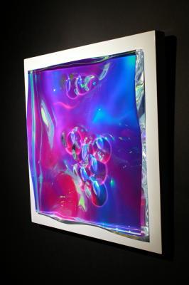「Metallic prism」 H300×W300×D70mm アクリル、特殊フィルム