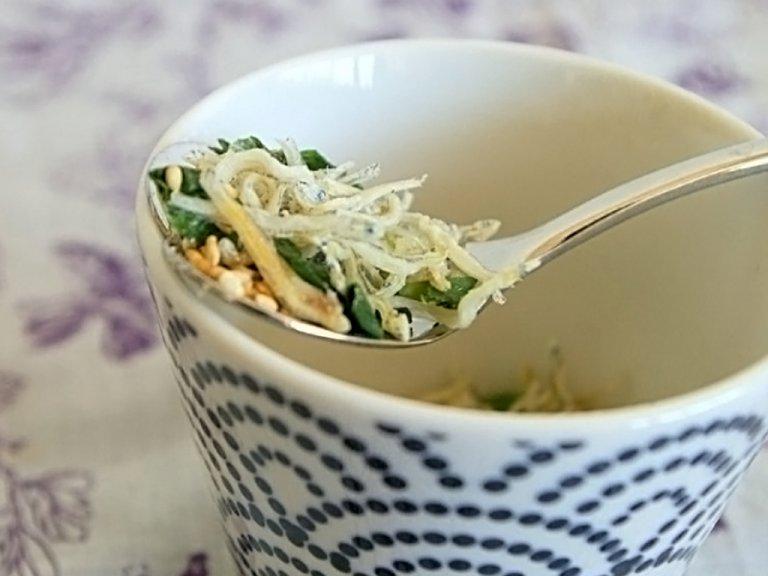 【ダイエットにも!】お湯を注ぐだけで完成!じゃこと青ネギの簡単鶏スープのレシピ2