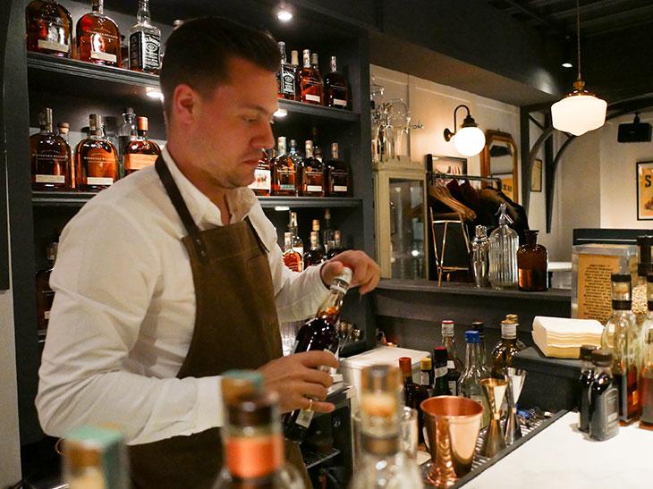 洗練されたウイスキーカクテルを振る舞ってくれたトム・バーノン氏