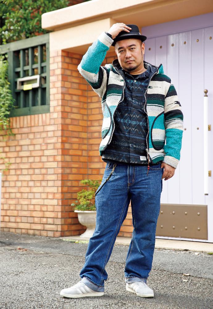 モデル:komu13さん Age.38 身長=173cm 体重=95kg 胸囲=113cm W=114cm H=107cm BMI値=31.7 コーデは上からグレースのハット(フリーサイズ)、ファクトのシャツ(XL)、ムーチョブエノのラグパーカ(XL)、オールドネイビーのパンツ(36インチ)、アディダスのシューズ(27.5cm)、腕時計はG-SHOCK