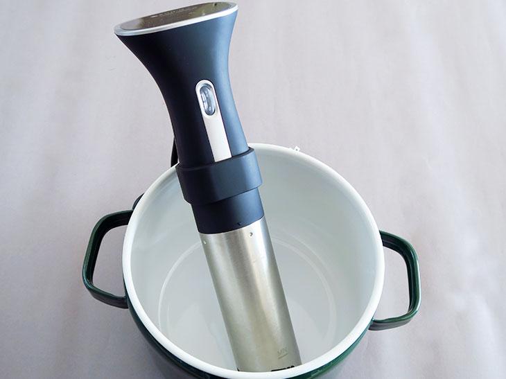 本体は37cmあるので、思ったよりも大きい。パスタ鍋くらいのサイズの鍋と使うのがベストだ