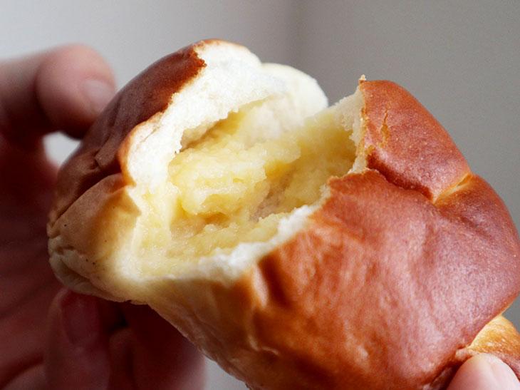 クリームパンのクリームは、手作りならではの優しい味わい