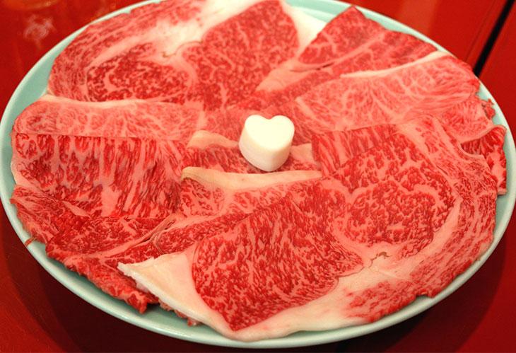 小ザシとよばれる細かいサシの入った適サシ肉