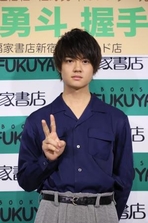 「佐野勇斗カレンダー2018.04-2019.03」(東京ニュース通信社刊)