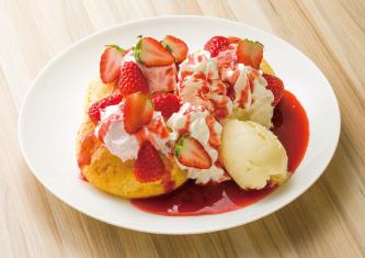 たっぷり苺のパンケーキ