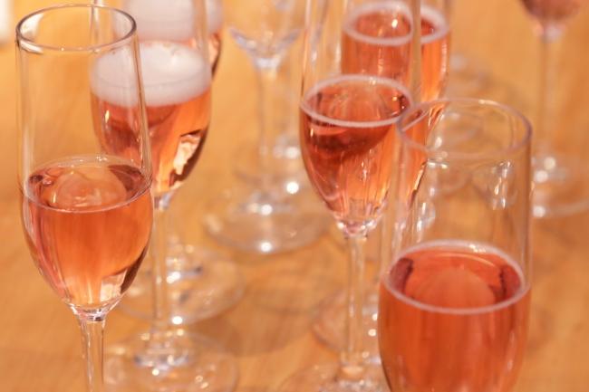 女性なら誰でもうっとり(ハート)色も美しく香り高いスパークリングワイン