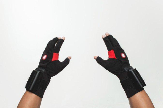 VRで指をシミュレートできるグローブ、ビジネス版が販売中 | Mogura VR