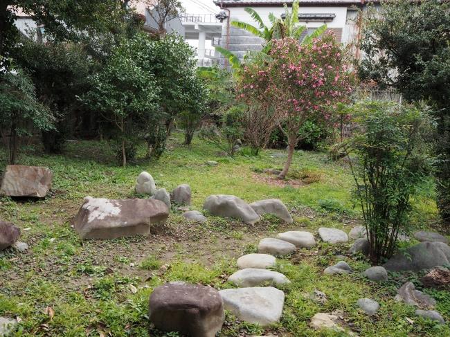 修復前の庭