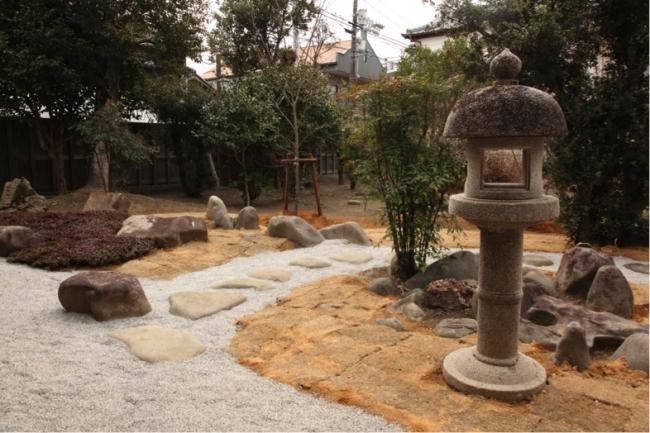 完成した旧岡家住宅(西の岡邸)の石庭