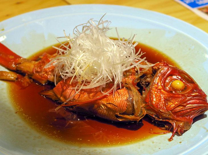 「金目鯛の煮付け」は1,280円。身にしっかりだしが染みており、思わず白ごはんが食べたくなる
