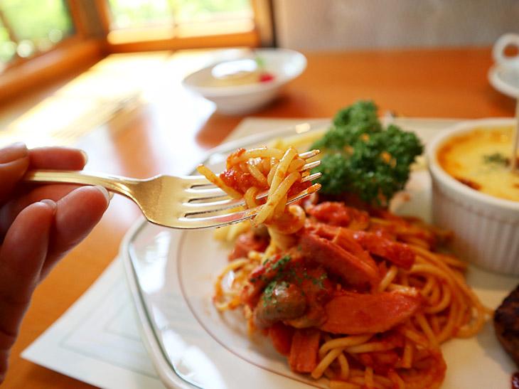 今でも、ソースはフレッシュなトマトから作るのが元祖「ナポリタン」の味