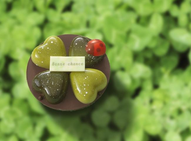 四つ葉のクローバーを見つけたときの幸せを味わえる、プレゼントに最適な一品。