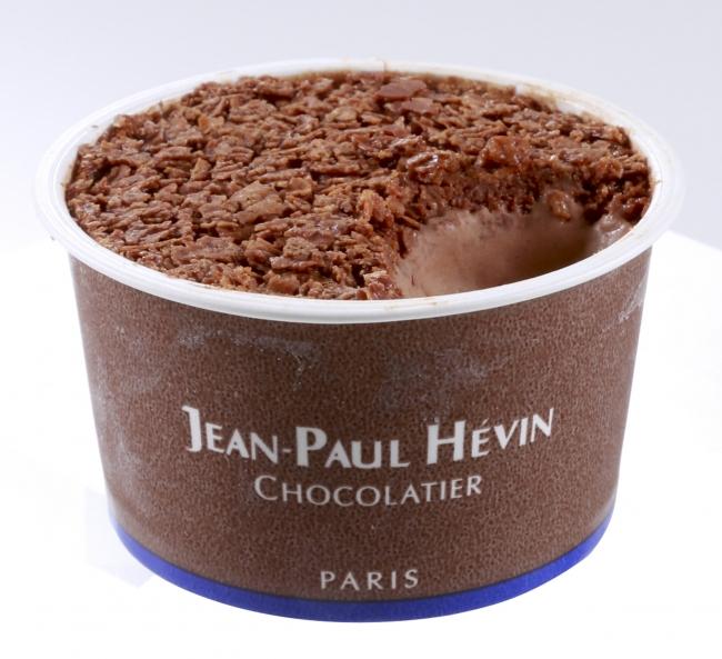 グラス オ ショコラ ドゥ クルスティヤントゥ(570円〈税込〉) ミルクとショコラの優しい甘さのアイスとサクサクとしたフィヤンティーヌの香ばしさが口いっぱいに広がります