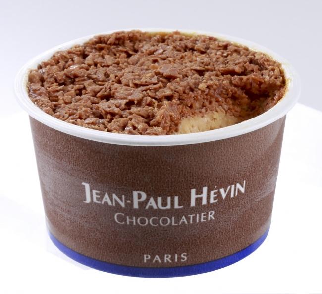 グラス オ キャラメル クルスティヤントゥ(570円〈税込〉) 塩を加えたミルクチョコレートでフィヤンティーヌをコーティング。キャラメルアイスに良く合います