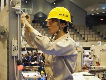 電気工事士技能競技大会の様子
