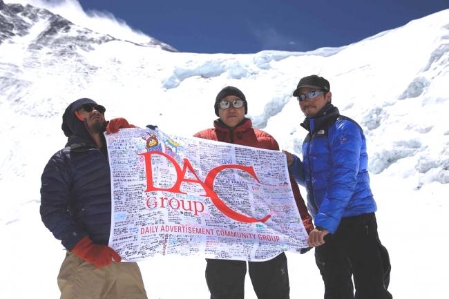 登頂アタック直前、エベレストベースキャンプにて (左から)上山弘平、前山敏行、伊藤隆浩