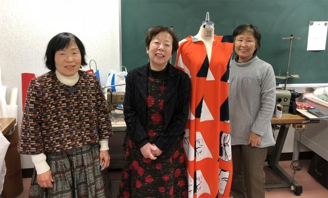 縫製を行っている東海文化専門学校より