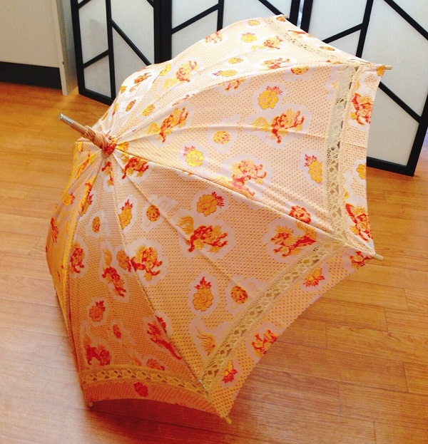 提供:かさはな「帯で作った傘」