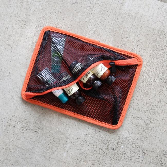 洗面グッズやケーブルの整理にぴったりのメッシュポーチ