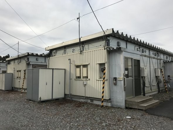 仮設住宅にはまだ多くの住民が残されている。