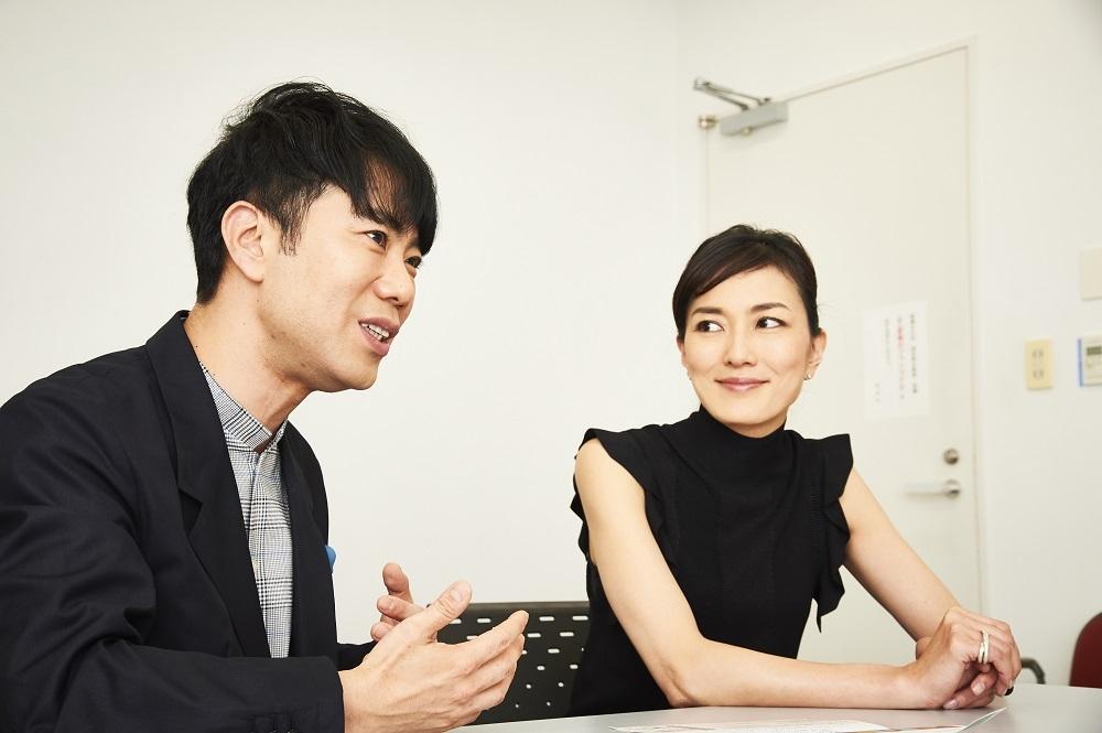 (右から)板谷由夏・藤井隆