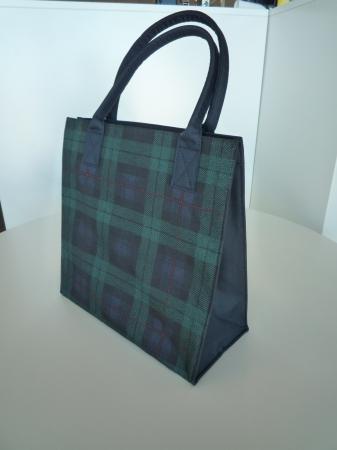 伊勢丹のショッピングバッグも伊勢丹各店舗で販売しています