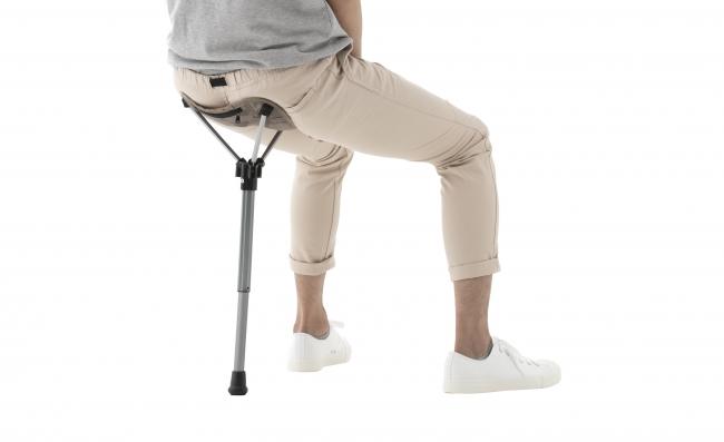 両足とポールによって 体を支えるので、安定感抜群。