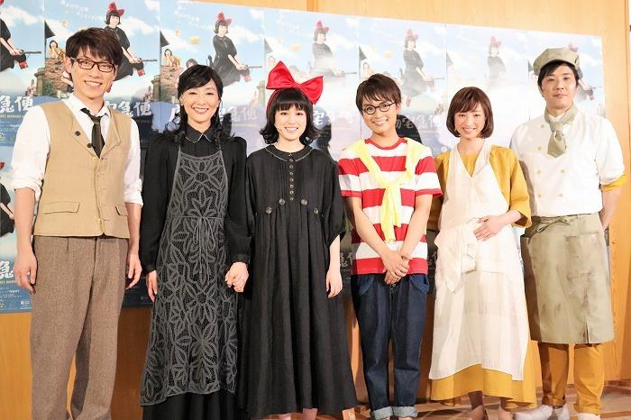 (左から)横山だいすけ、生田智子、福本莉子、大西流星、白羽ゆり、藤原一裕