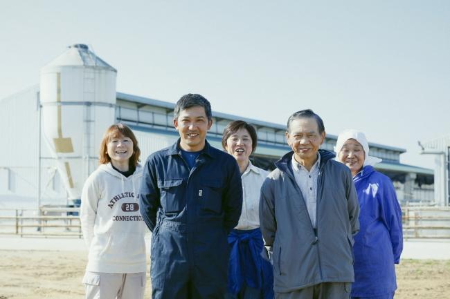「恋する豚」を生産する在田農場のみなさん(千葉県香取郡東庄町)
