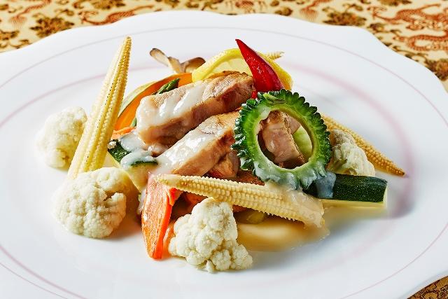 8月限定 千葉県産「恋する豚」と夏野菜のレモン塩麹炒め
