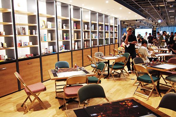 プレイ会場はディライトワークス社内にあるボードゲームカフェスペースを利用 (c)DEAR SPIELE