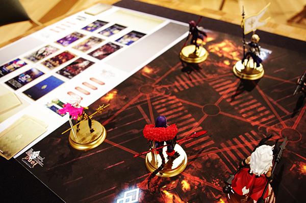 盤面はコンパクトなチェスのような作り (c)DEAR SPIELE