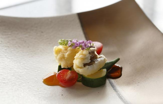<欧風料理>鱧のベニエに野菜のマリネを添えて