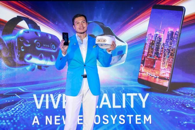 一体型VRデバイスVive Focus大幅アップデートへ コントローラー6DoF化やスマホ連携 | Mogura VR