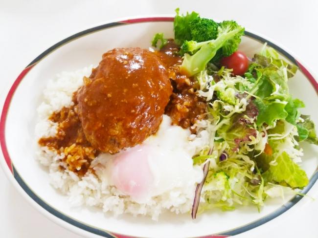 部員たちの人気メニュー「ロコモコ丼」