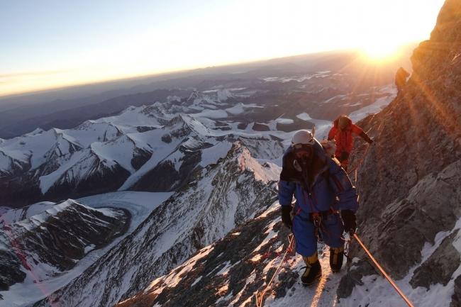ファーブル・ルーバブランドアンバサダー・エイドリアン・バリンジャー、エベレスト高度8800m付近にて
