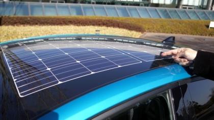 プリウスPHVの屋根には、量産車として初めてソーラー充電システムを搭載