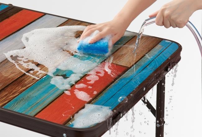 水に強いフェノール樹脂天板により、 天板の丸洗いが可能。
