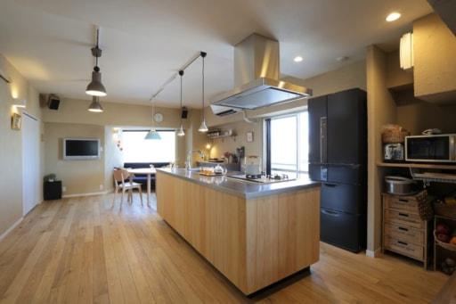 檜の板張りキッチン