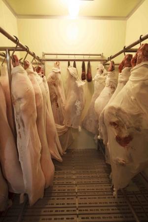 「エイジングシート」を使って熟成中の肉