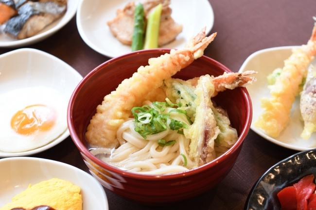 揚げたて天ぷらと讃岐うどん
