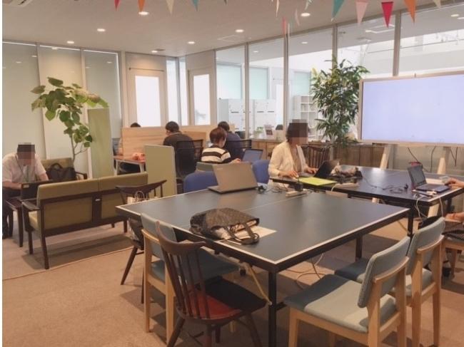 神奈川県在住の社員が 海老名のコワーキングスペースにて勤務