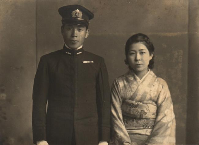 美濃部正少佐と妻の篤子。結婚間もないころ(『五月の蛍』より)