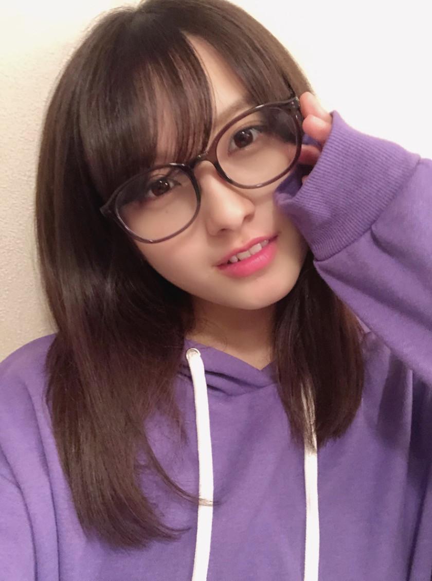 大和田南那、メガネ姿公開に「多分世界一似合う」「キレ可愛い」の声